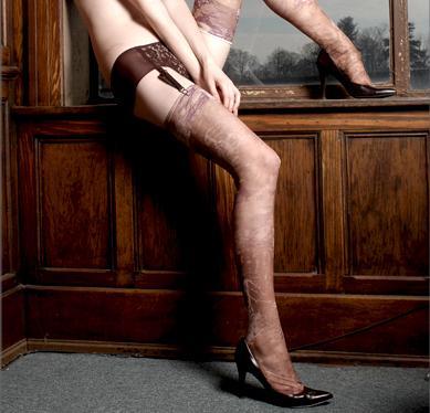 Фото голых мужиков в чулках и колготках кажется